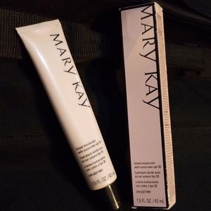 Mary Kay Tinted Moisturizer with sunscreen soft 20